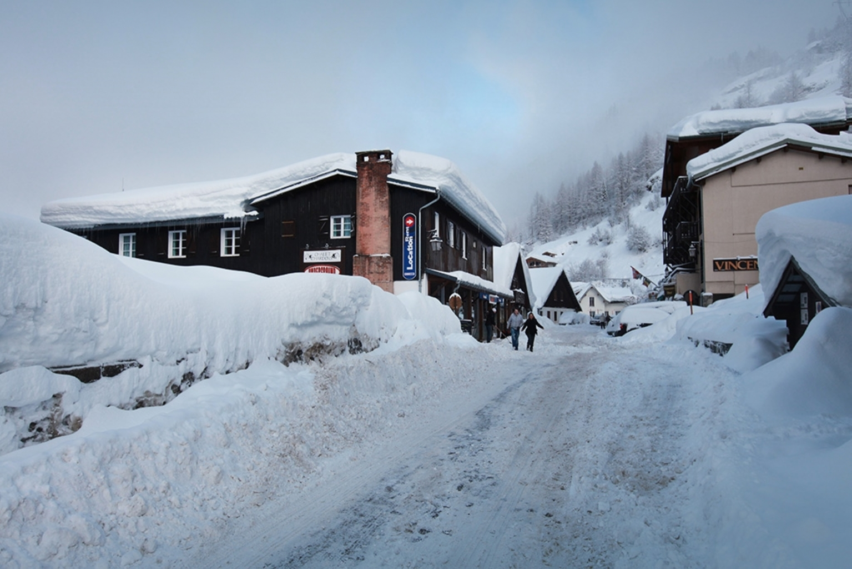 hucksters budget ski holidays gallery tignes les. Black Bedroom Furniture Sets. Home Design Ideas