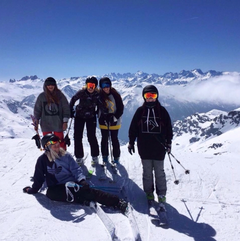 Your Guide to Organising a Group Ski Holiday