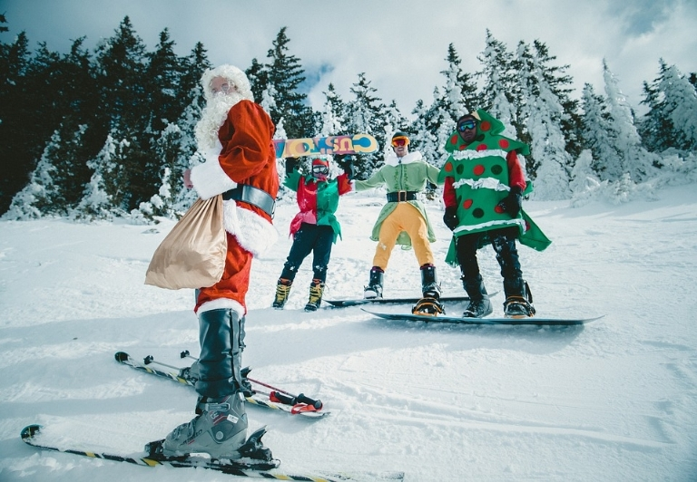 6 Reasons Why You Should Experience Skiing at Christmas
