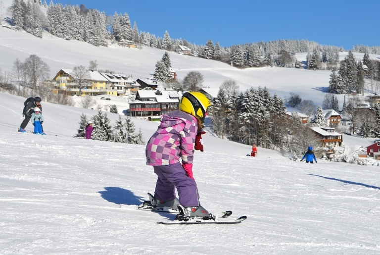 4 Essential Tips to Keep Your Kids Warm and Dry on Ski Holidays