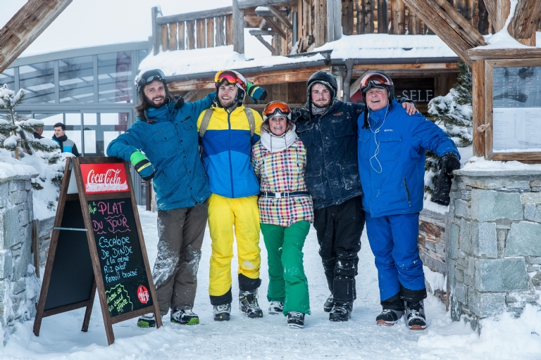What Should I Wear at Night on a Ski Holiday?