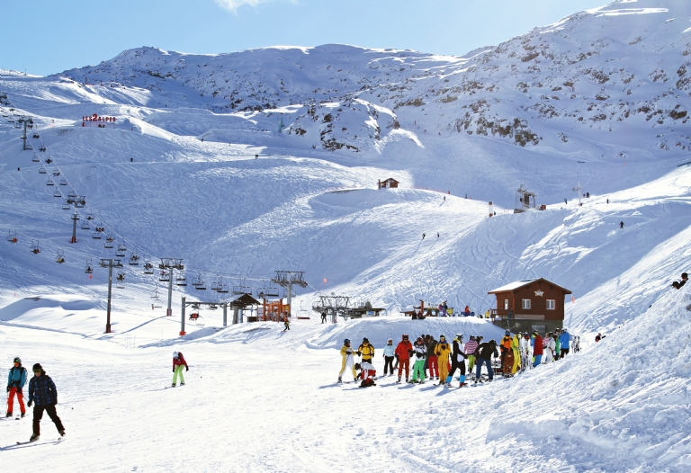 How to Organise a Group Ski Holiday